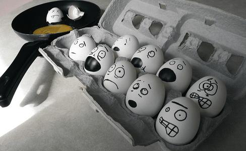 Cracking under stress! By Bernard Goldbach (flickr)
