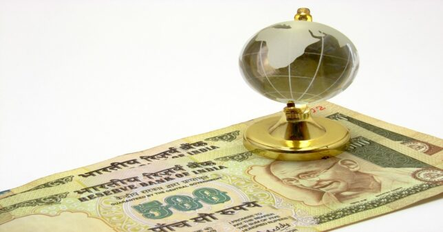 image of globe and Rupee signifying ability of NRIs to invest G-sec bonds